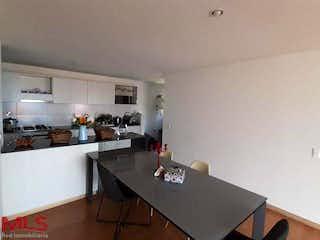Una cocina con un lavabo y una encimera en Madrid Apartamentos