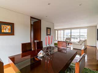 Una sala de estar llena de muebles y una televisión de pantalla plana en Apartamento en venta en Casa Blanca Suba de tres habitaciones