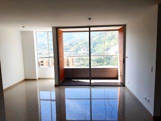 Un baño con una ventana y una ventana grande en Apartamento en venta en Niquía de dos habitaciones