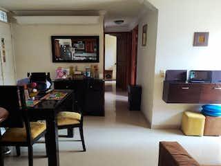 Una sala de estar llena de muebles y una televisión de pantalla plana en  TORRE DE LA GIRALDA