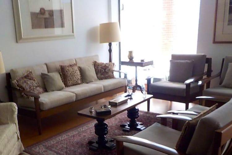 Foto 2 de Apartamento en Bogota La Carolina - tres alcobas, dos baños