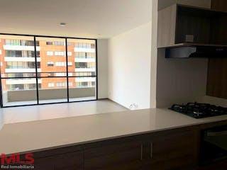 Una cocina con un gran ventanal en ella en Biocity