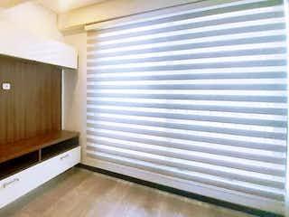 Una puerta de madera con una ventana en ella en Apartamento En Arriendo/venta En Bogota La Magdalena