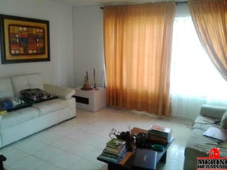 Una sala de estar llena de muebles y una ventana en Casa en venta en Velódromo, de 450mtrs2