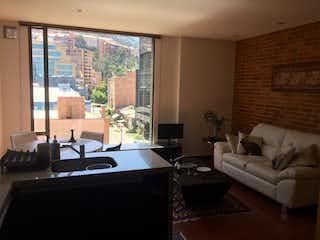Una sala de estar llena de muebles y una televisión de pantalla plana en Apartamento en venta en Santa Bárbara Oriental de una habitacion