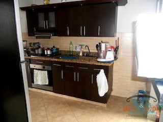 Cocina con fogones y microondas en CASA 3 PISO EN PROPIEDAD HORIZONTAL