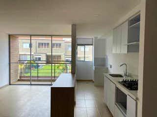 Una gran cocina con un gran ventanal en Apartamento en venta en Belén, de 66mtrs2