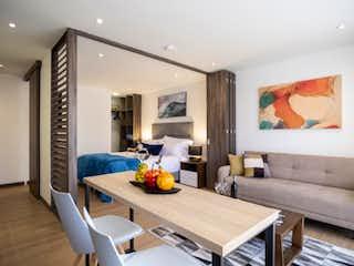 Una sala de estar llena de muebles y una televisión de pantalla plana en Apartamento en venta en Alcázares, de 40,86mtrs2