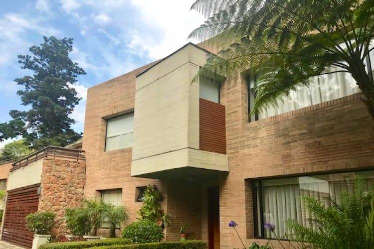 Foto 1 de Casa En Bogota Sotileza de tres pisos, cuatro garajes.
