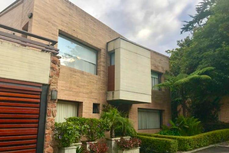 Foto 2 de Casa En Bogota Sotileza de tres pisos, cuatro garajes.