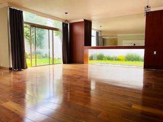 Una cocina con suelos de madera y una gran ventana en ¡OPORTUNIDAD! VENTA Casa en Condominio, Vista Hermosa