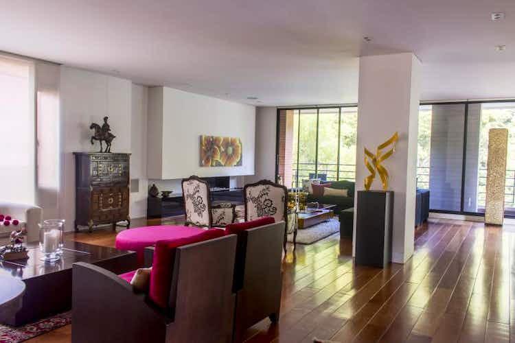 Portada Apartamento En Venta En Bogota Chico Reservado, con tres alcobas con baño.