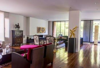 Apartamento En Venta En Bogota Chico Reservado, con tres alcobas con baño.
