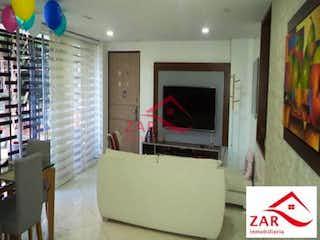 Una sala de estar llena de muebles y una televisión de pantalla plana en Edificio Tierra Plana