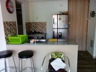 Una cocina con una estufa y un fregadero en Venta apartamento santafe de antioquia