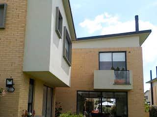 Un edificio con un reloj en el costado en Casa en venta en Calahorra de 4 habitaciones