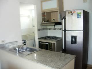 Una cocina con nevera y fregadero en Venta Apartamento Santafe de Antioquia