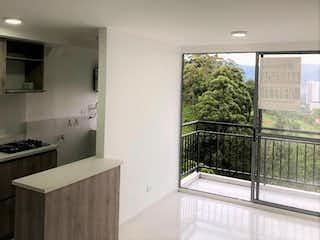 Una cocina con un fregadero y un horno de cocina en Venta Apartamento La Estrella La tablaza
