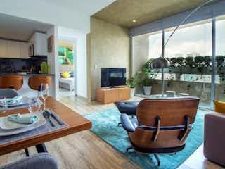 Una sala de estar llena de muebles y una televisión de pantalla plana en Sky Santa Fe