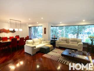 Una sala de estar llena de muebles y una gran ventana en Acogedor Apto De 3 Habitaciones Y Estudio – Venta – Cll 131 Cra 6b – Bosque Medina