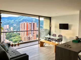 Una sala de estar llena de muebles y una ventana en Apartamento en venta en Suramérica, 71mt con balcon