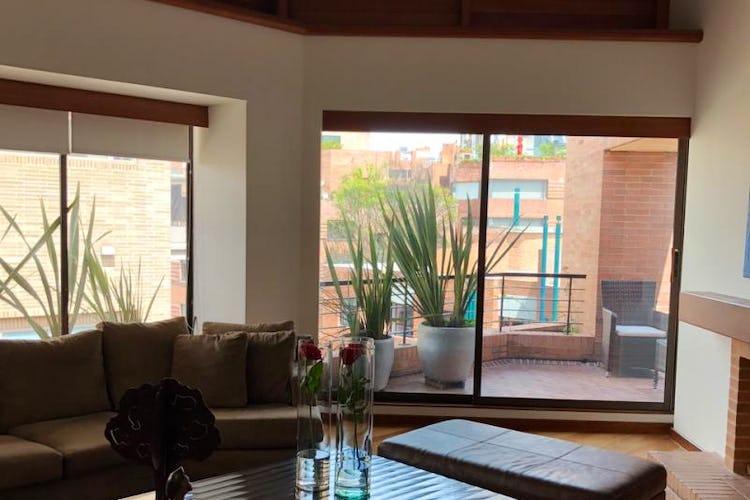 Foto 2 de Apartamento En Venta En Bogota Rosales, cuenta con 3 garajes y deposito.