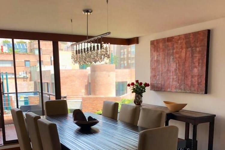 Foto 8 de Apartamento En Venta En Bogota Rosales, cuenta con 3 garajes y deposito.