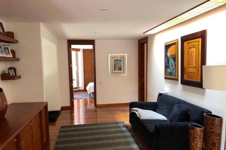 Foto 11 de Apartamento En Venta En Bogota Rosales, cuenta con 3 garajes y deposito.