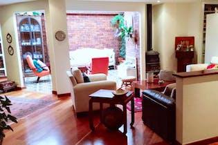 Apartamento en venta En Bogota Santa Ana Oriental cuenta con tres garajes