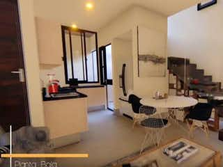 Una habitación llena de muebles y una gran ventana en Kyara