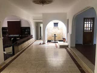 Una habitación muy bonita con muchas ventanas en Casa en venta en Castropol de 472m²