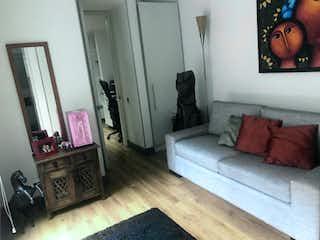 Una sala de estar llena de muebles y una televisión de pantalla plana en Apartamento En Venta En Bogota Bosque Medina