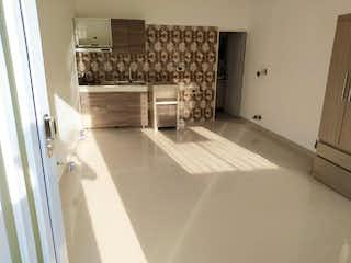 Un cuarto de baño con lavabo y un espejo en Casa en Venta en el Velodromo