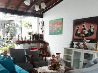 Una sala de estar llena de muebles y una ventana en Casa Unifamiliar en venta en la Castellana