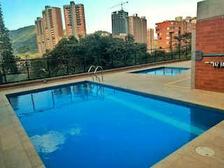 Una piscina que está en una ciudad en Apartamento en venta en Suramérica con Piscina...