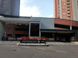 Un camión estacionado delante de un edificio en Apartamento en venta en Suramérica de 3 alcoba