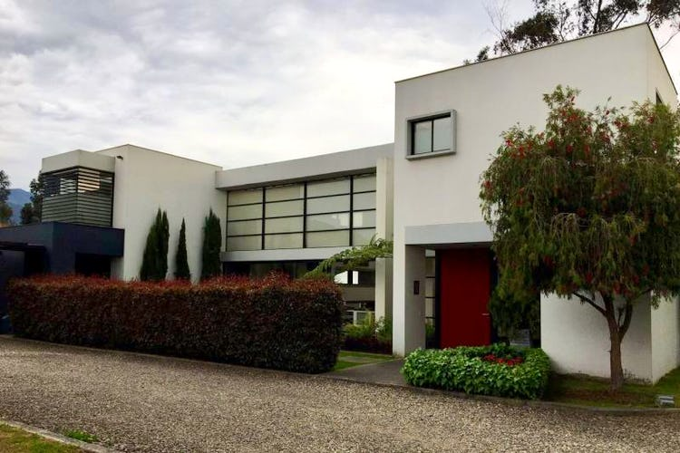 Foto 1 de Casa en San Simon, Bogotá rodeada de zona verde