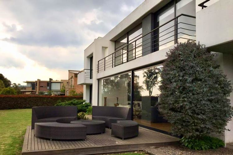 Foto 2 de Casa en San Simon, Bogotá rodeada de zona verde