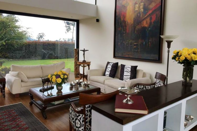 Foto 3 de Casa en San Simon, Bogotá rodeada de zona verde