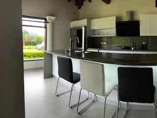 Una cocina con nevera y fregadero en Casa en venta en Centro, de 5350mtrs2