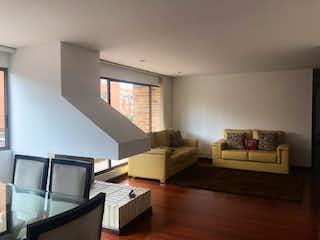 Una sala de estar llena de muebles y una televisión de pantalla plana en Pinar de la Colina 1
