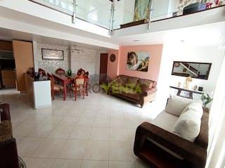 Una sala de estar llena de muebles y una chimenea en Apartamento en Venta  Envigado Jardines