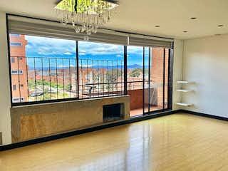 Una habitación con un gran ventanal y un gran ventanal en Apartamento en venta en Ciudad Salitre Oriental, de 94mtrs2