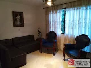 Una sala de estar llena de muebles y una ventana en ANDALUCIA