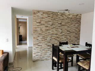 Una habitación con una mesa y una mesa en Apartamento en Venta La Gabriela Bello
