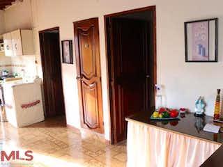 Una cocina con fregadero y nevera en Casa en venta en Rodeo Alto, de 150mtrs2