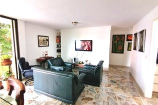 Apartamento en venta en La Floresta con Balcón...
