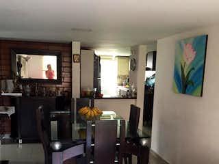 Una sala de estar llena de muebles y una televisión de pantalla plana en Apartamento En Venta En Bogota Granada Norte