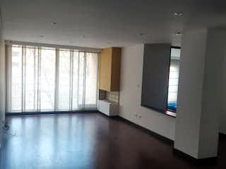 Una vista de una sala de estar y comedor en Apartamento en venta en Barrio Pasadena de tres habitaciones