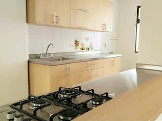 Una cocina con una estufa y un fregadero en Venta de apartamento en Bello